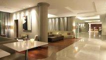 De ruime en lichte lobby van AC Hotel Marriott Ambassadeur
