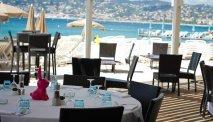 Het restaurant Ambassadeurs is zeer mooi gelegen aan het privé-strand