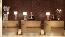 De receptie van AC Hotel Marriott Ambassadeur