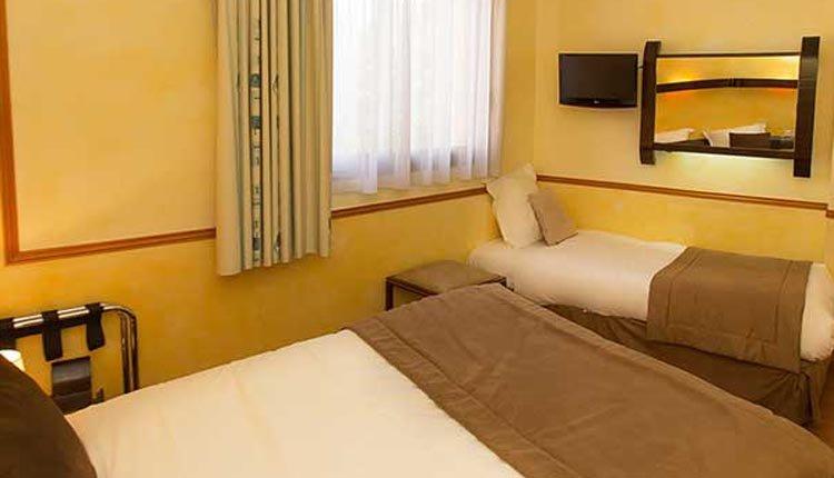 De tweepersoonskamers van Bahia Hotel zijn comfortabel en sfeervol ingericht