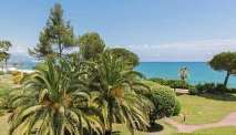 De prachtige tuin van Hotel Bahia
