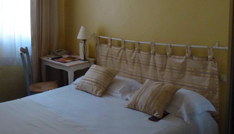 De tweepersoonskamers zijn comfortabel en sfeervol ingericht