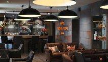 De gezellige bar van Hôtel des Orangers