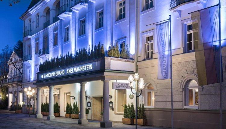 Wyndham Grand Hotel Bad Reichenhall by night