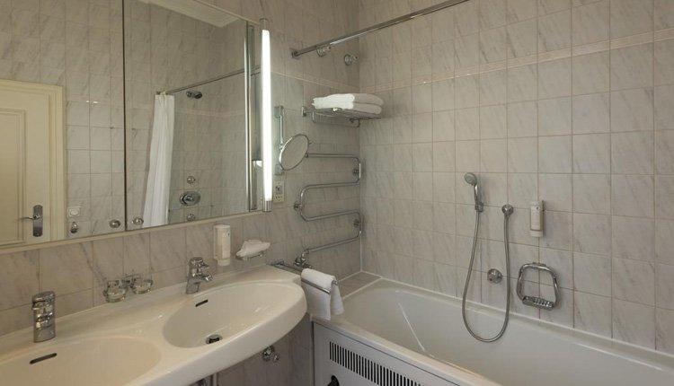 Wyndham Grand Hotel Bad Reichenhall - 2-persoonskamer, badkamer