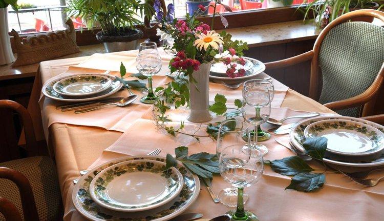 De gedekte tafels staan in Hotel Baudobriga al voor u klaar
