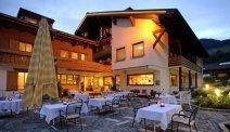 Hotel Alpenrose in de avond