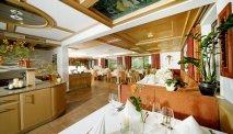De ontbijtruimte van Hotel Alpenrose