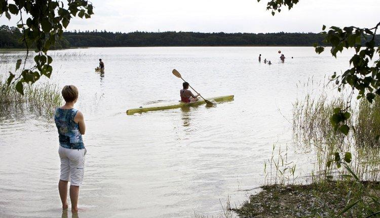 Kanoën en zwemmen in het natuurgebied