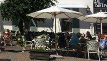 Genieten op het terras van Hotel Gilleje Strand