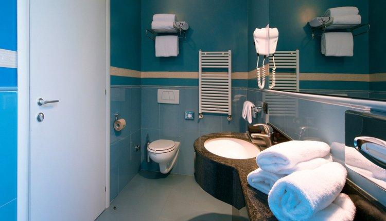 Hotel La Spezia - badkamer
