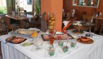 Start de dag met een heerlijk ontbijtbuffet in Hotel Lindenhof