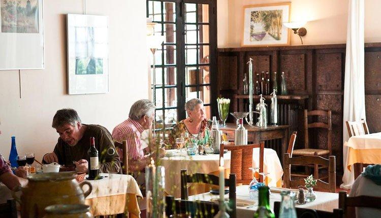 Geneieten van lokale verwennerij in het restaurant van Hôtel la Truffière