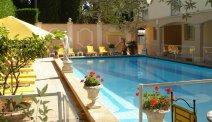 Hotel Mireille beschikt over een heerlijk buitenbad
