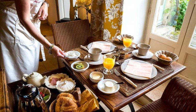Uiteraard serveert Hotel Villa Louise verse croissantjes bij het ontbijt