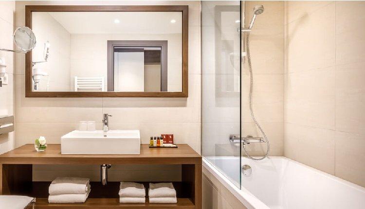 Geniet van een compleet ingerichte badkamer