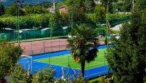 Tennis en voetbalveld