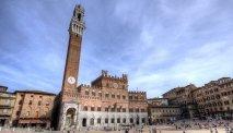 Het beroemde Piazza del Campo in het compacte centrum van de middeleeuwse stad: Siena
