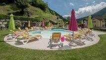 Het zwembad van het hotel met terras