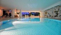 Het binnenzwembad van BW Premier Seehotel Krautkrämer