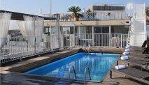 Zwembad met dakterras
