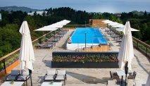 Het buitenzwembad in de zomer