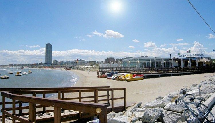 De badplaats en het strand van Cesenatico