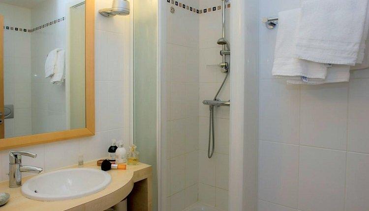 2-persoonskamer tuinzijde badkamer
