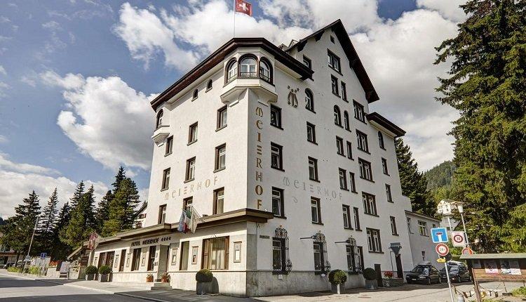 Het Alpine hotel Meierhof aan de boulevard van Davos
