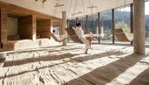 De panoramische relaxruimte met strand