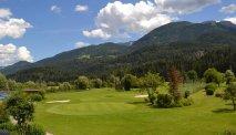 De golfbaan voor de deur van Hotel Berghof