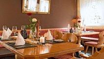 Het restaurant van Hotel Lindenhof serveert traditionele streekgerechten met ingrediënten van het seizoen
